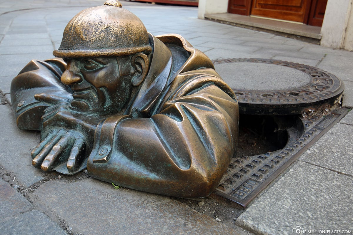 Statue, Canal Gazer, Éumil, Bratislava, Attractions, Slovakia, Things to do, Attractions, Top 10