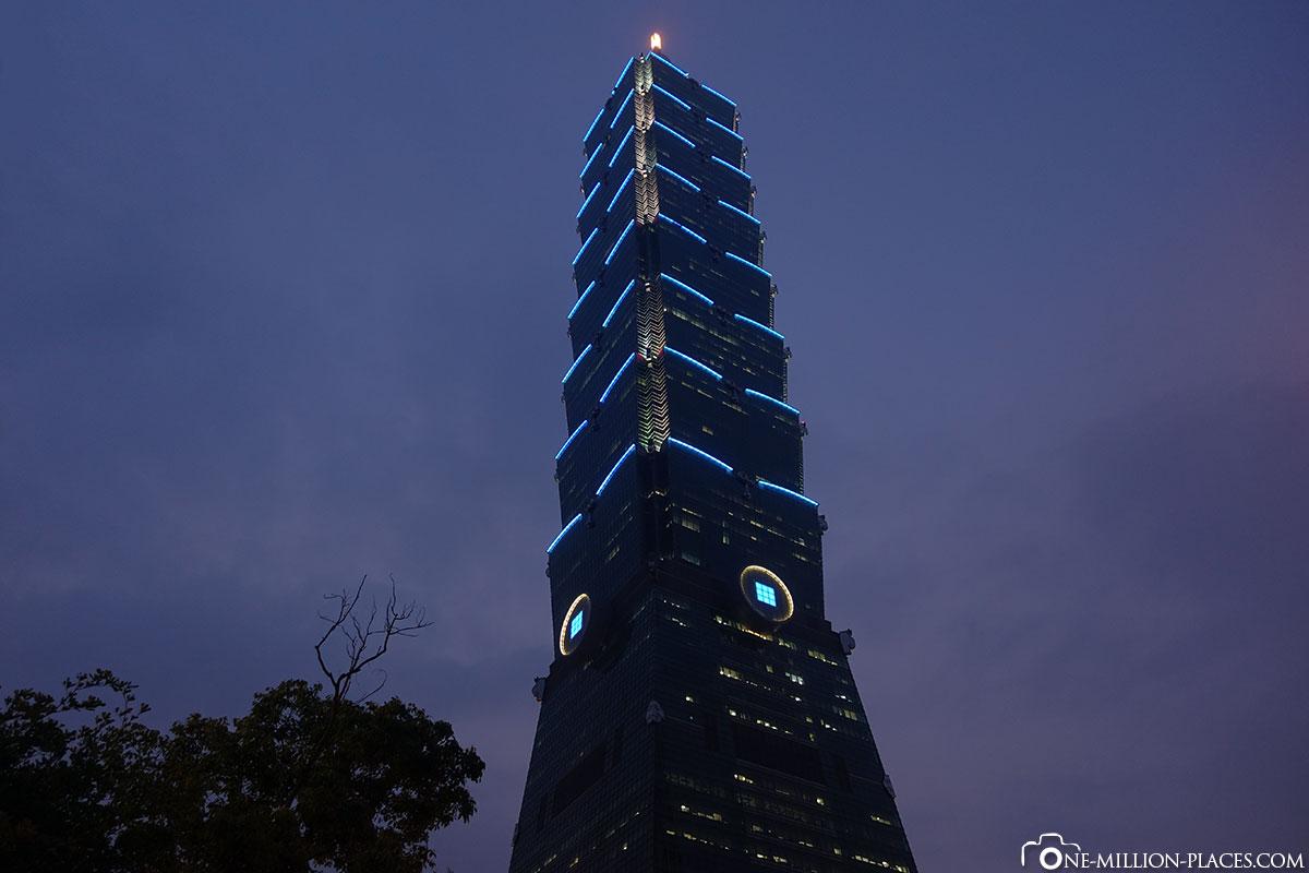 Nachts, Taipei 101, Taiwan, Auf eigene Faust, Reisebericht
