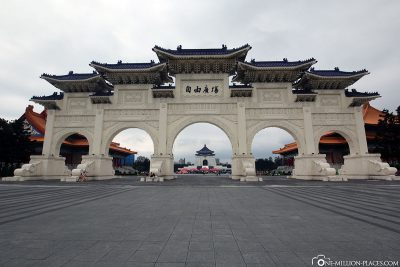 Gate of Great Centrality and Perfect Uprightness