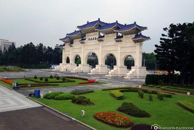 Das Haupttor zum Chiang-Kai-shek Park