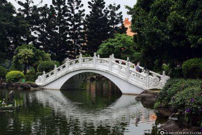Brücke im angrenzenden Park