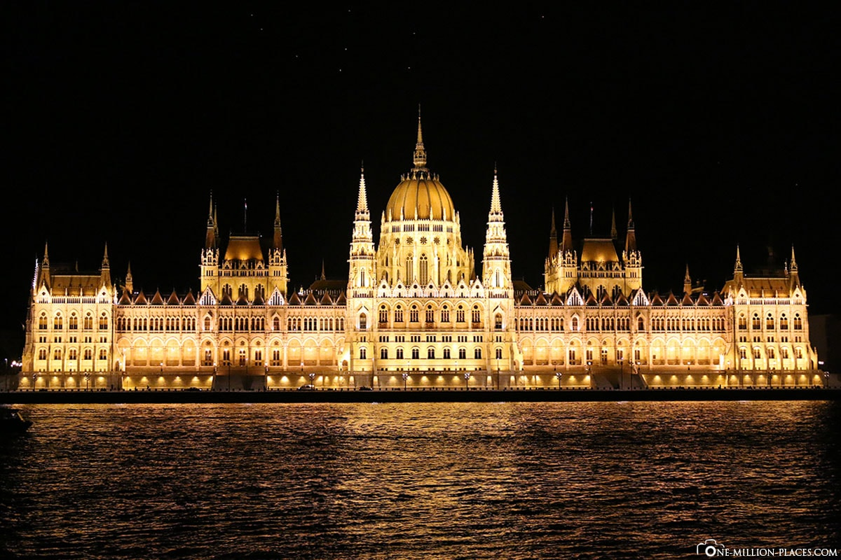 Illuminated Parliament Buildings, Budapest at Night, Hungary, Photo Spot, Sights, On Your Own, Travelreport