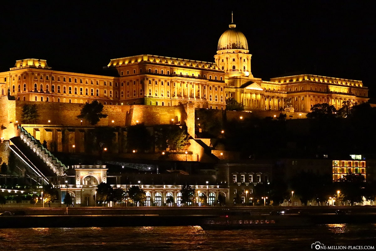 Castle Palace, Budapest at night, Hungary, photo spot, sights, On your own, Travelreport