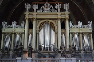 The great organ of the basilica