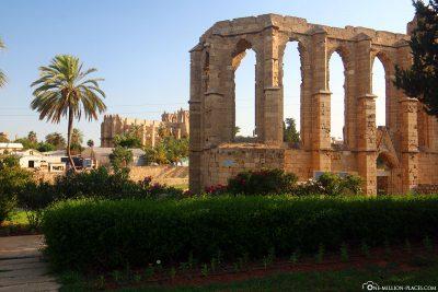 Überreste der St. Georg der Lateiner Pfarrkirche