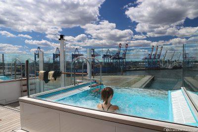 Infinity Pool auf dem AIDAperla Patiodeck