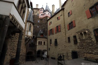 Der Innenhof der Burg Eltz