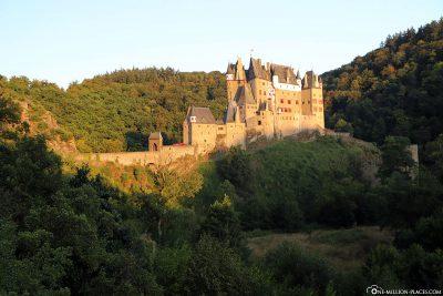 Die Höhenburg bei Sonnenuntergang