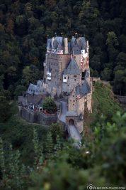 Die Höhenburg aus dem 12. Jahrhundert