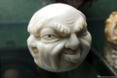 4 Gesichter Statue