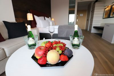 Welcome fruit and sparkling wine