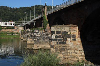 Die Pfeiler der Steinbrücke