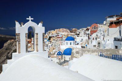 Der Ort Oia auf Santorini