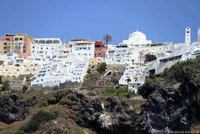 The houses on the cliffs of Fira
