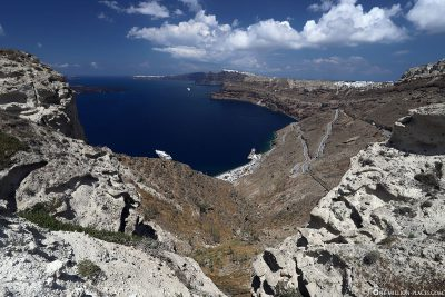 View of the new port and the Caldera