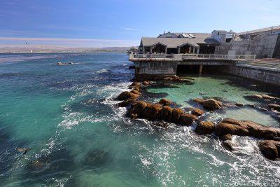 Das Außengelände direkt am Meer