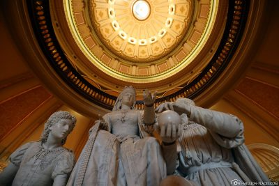 View to the top in the rotunda