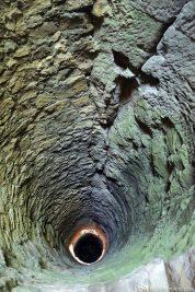 Der 46 Meter tiefe Brunnen in den Kasematten