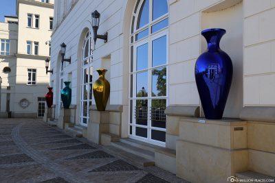 Die 4 Vasen am neuen Justizpalast