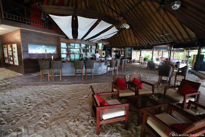 Main bar at ROBINSON Club Maldives