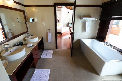 The bathroom in the water bungalow