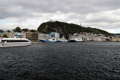 Der Hafen von Ålesund
