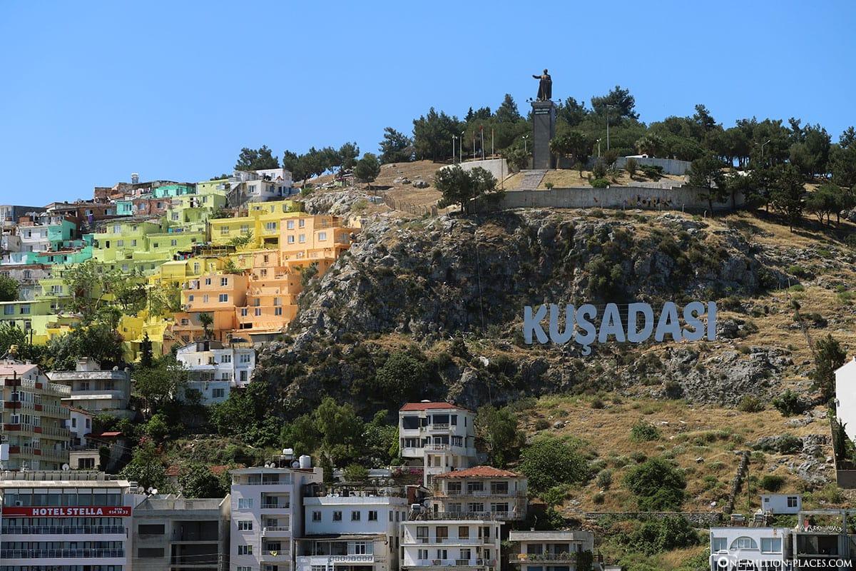Kusadasi, Kreuzfahrt, Bunte Häußer, Atatürk Denkmal, Türkei