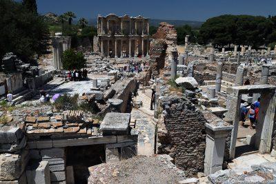 Blick auf die Celsus-Bibliothek