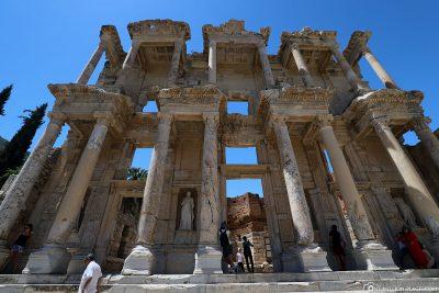 Die 1978 wiedererrichtete Fassade der Celsus-Bibliothek