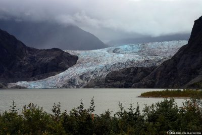 The glacier with Mendenhall Lake