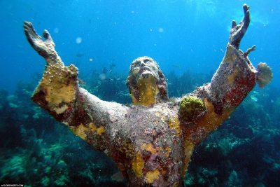 Jesusstatue aus Bronze