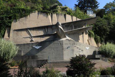 Latham 47 Denkmal