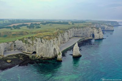 Drone footage of the rock formation in Étretat