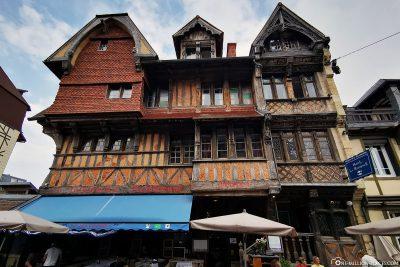 The oldest building in the village, the Manoir de la Salamandre