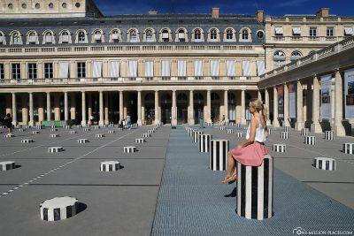 Die schwarzweiß-gestreiften Säulen im Palais Royal