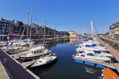 Das Hafenbecken