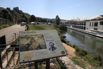 Infotafel am Ufer der Seine