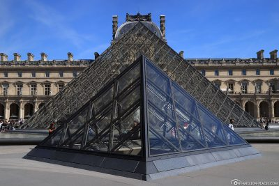 Die kleine Pyramide mit der Hauptpyramide
