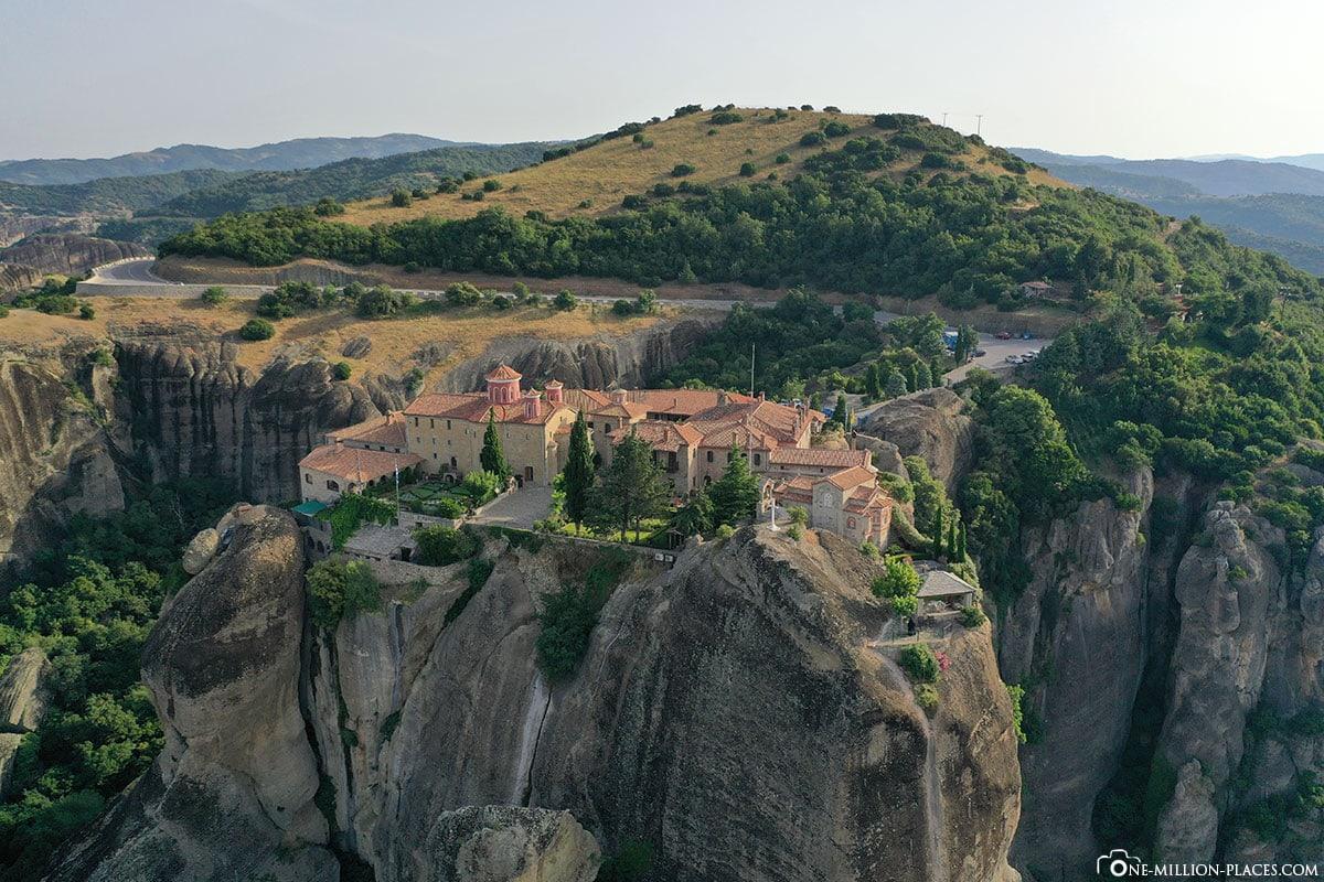 Luftbild, Kloster St. Stephan, Meteora, Kalambaka, Thessalien, Griechenland, Μετέωρα, UNESCO Weltkulturerbe, Erfahrung, Tipps, Reisebericht