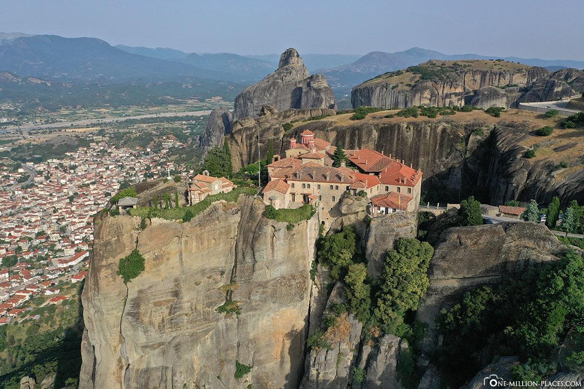 Drohne, Kloster St. Stephan, Meteora, Kalambaka, Thessalien, Griechenland, Μετέωρα, UNESCO Weltkulturerbe, Erfahrung, Tipps, Reisebericht