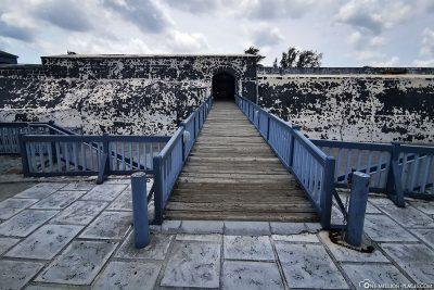 Der Eingang zum Fort Charlotte