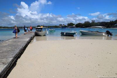 Die Anlegestelle am Blue Bay Beach