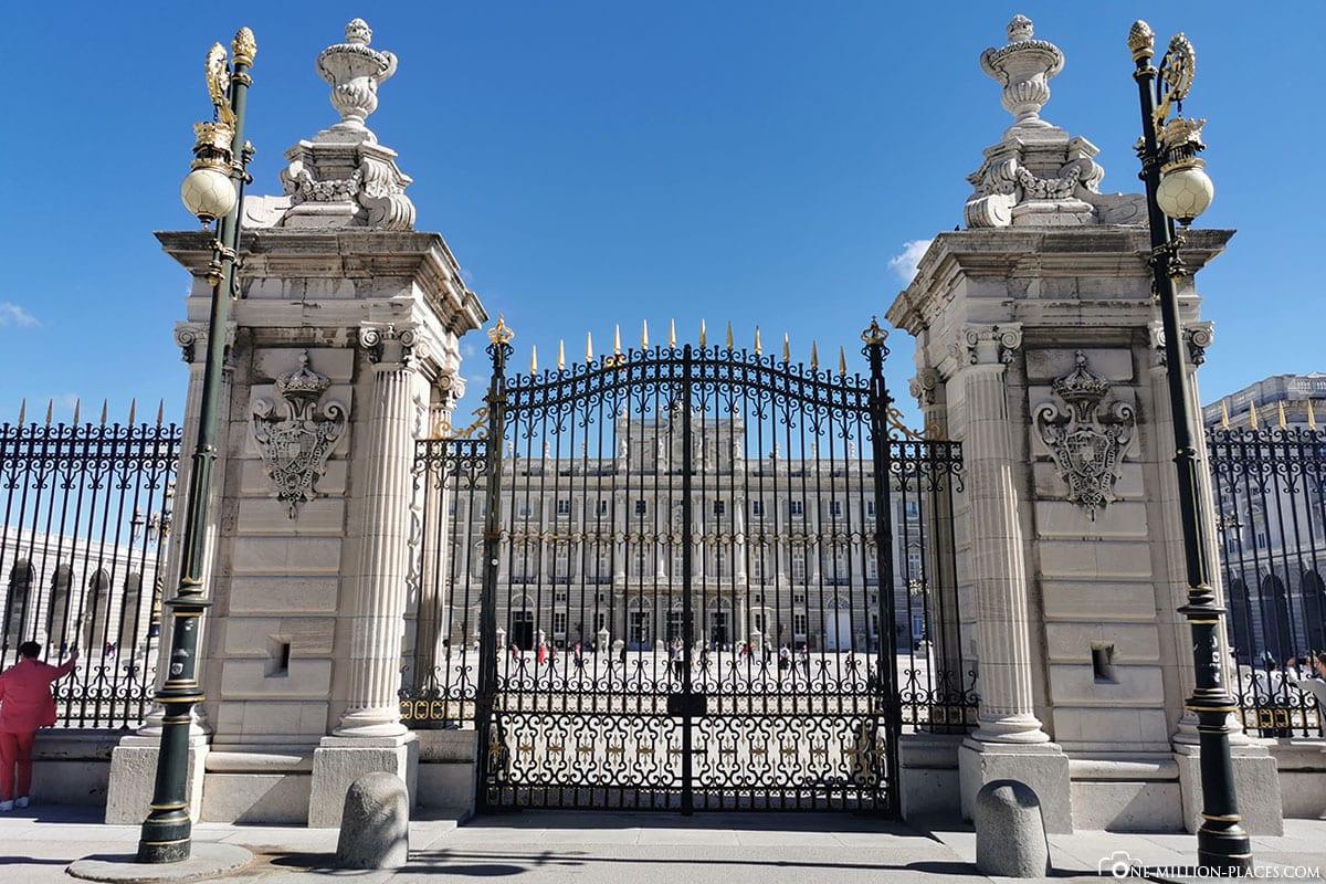 Eingangstor, Königliche Palast, Madrid, Sehenswürdigkeiten, Stadtrundgang, Reisebericht