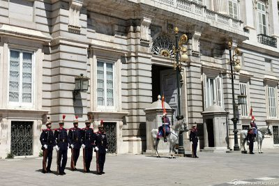 Changing the guard of the Guardia Real