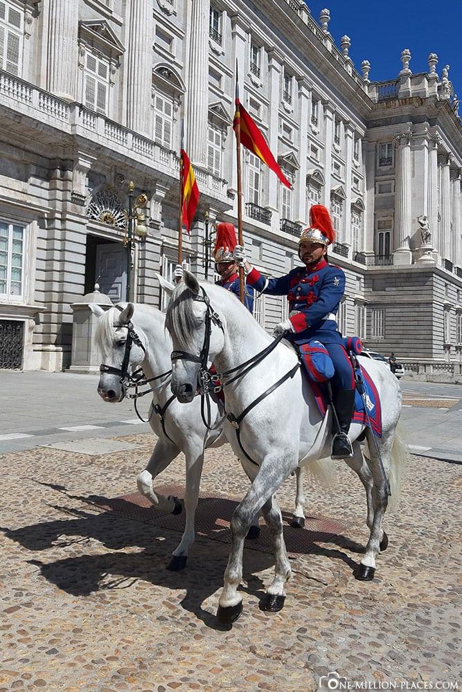 Wachablösung, Pferde, Königliche Palast, Madrid, Sehenswürdigkeiten, Stadtrundgang, Reisebericht