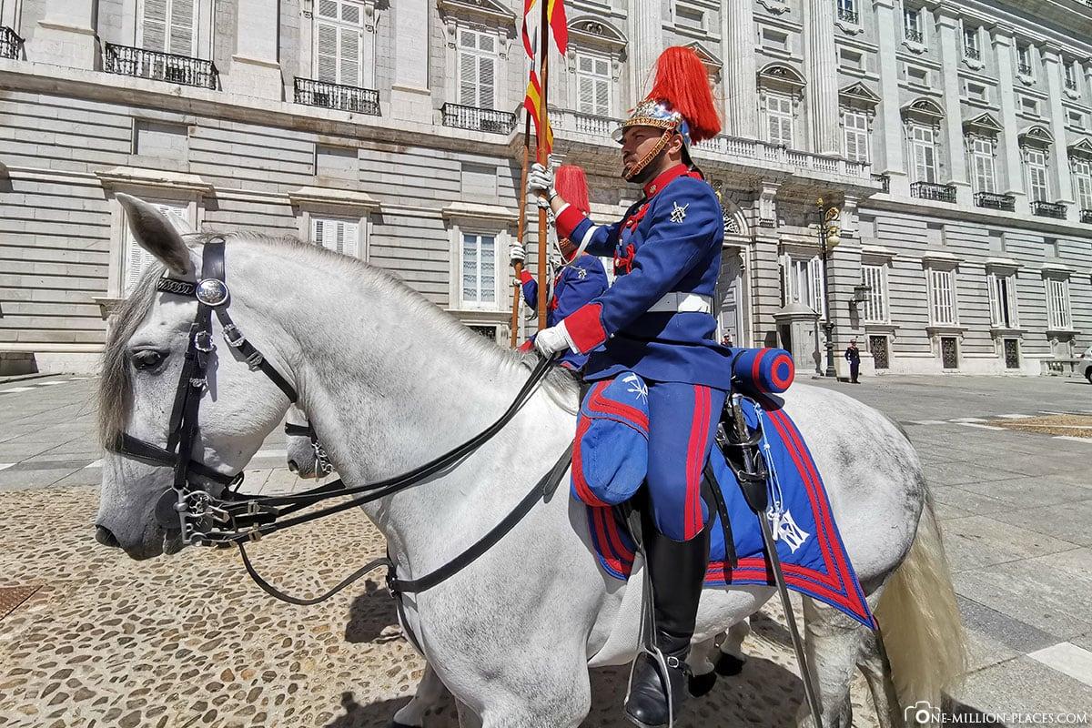 Königliche Garde auf den Pferden, Königliche Palast, Madrid, Sehenswürdigkeiten, Stadtrundgang, Reisebericht