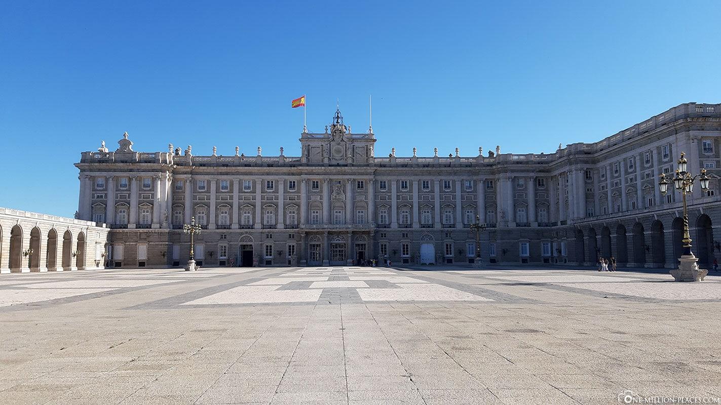 Ehrenhof, Königliche Palast, Madrid, Sehenswürdigkeiten, Stadtrundgang, Reisebericht