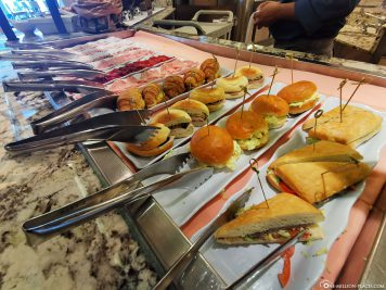 Selection at the buffet
