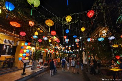 The alleys of Hoi An at night
