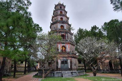 Der 21 Meter hohe Phước Duyên-Turm